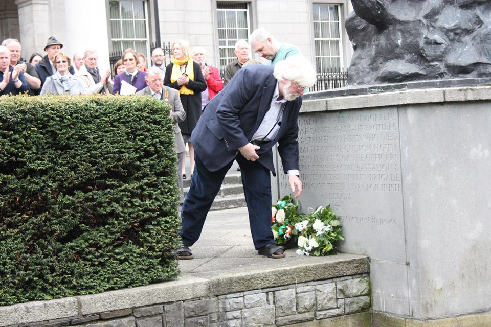 michael-o-d-laying-wreath-2015 Burning of Dublin Custom House 1921