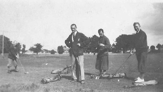 7-tom-golfingbw Burning of Dublin Custom House 1921