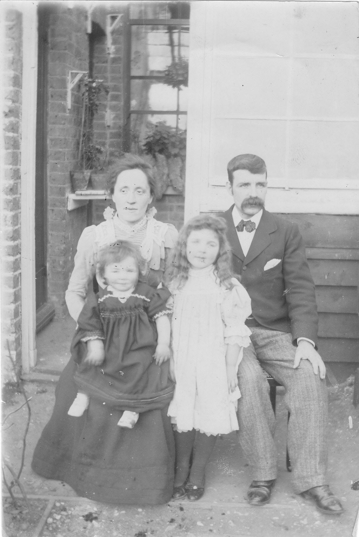 Bertha, Francis & 2 dtrs Burning of Dublin Custom House 1921